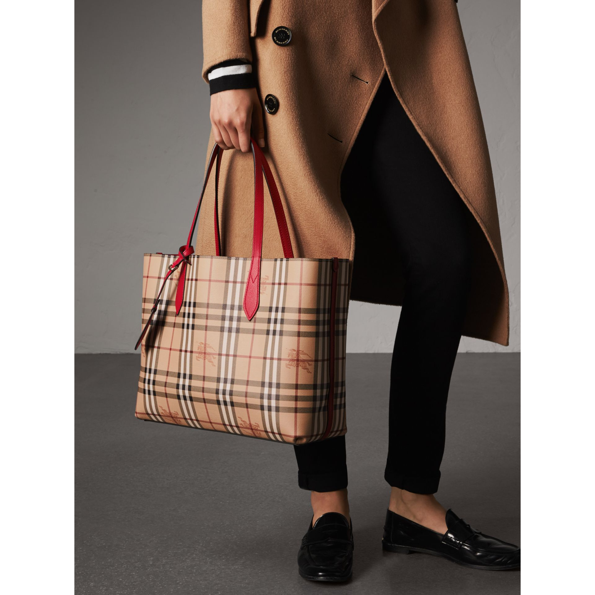 The Medium Reversible Tote in Haymarket Check and Leather in Poppy Red - Women | Burberry Singapore - gallery image 4