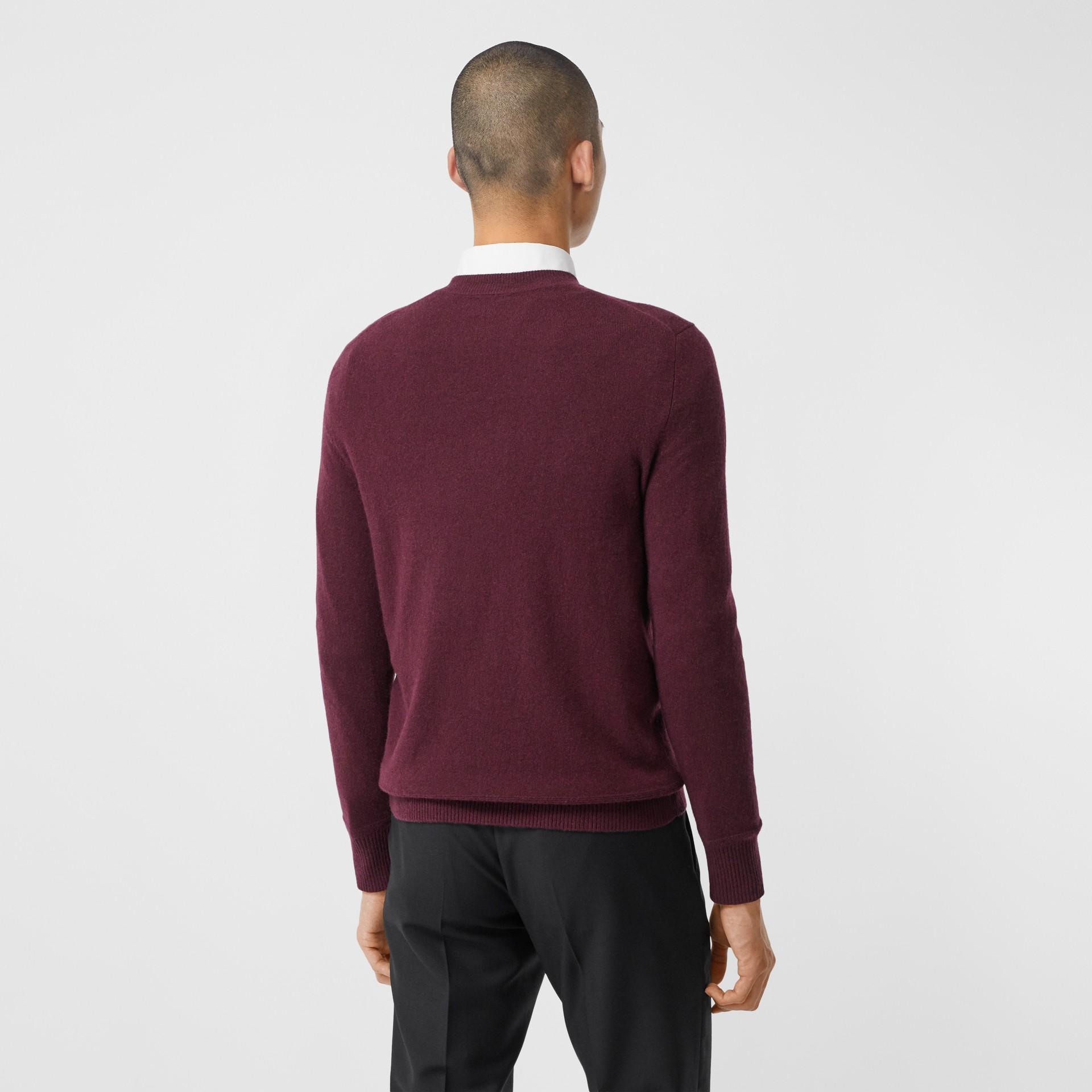 모노그램 모티프 캐시미어 스웨터 (버건디) - 남성 | Burberry - 갤러리 이미지 2