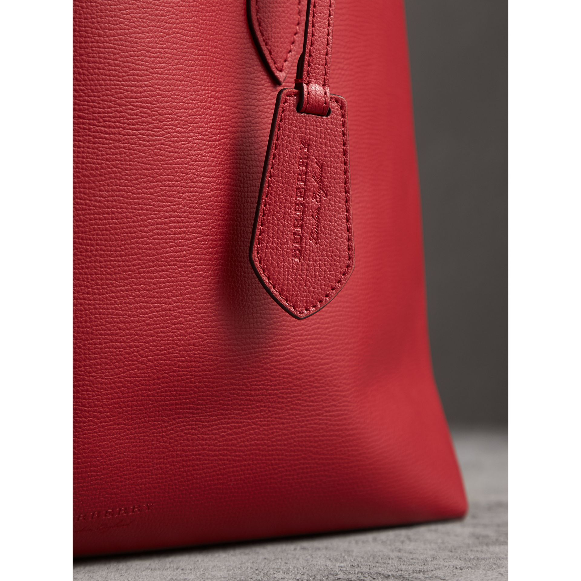 The Medium Reversible Tote in Haymarket Check and Leather in Poppy Red - Women | Burberry - gallery image 2