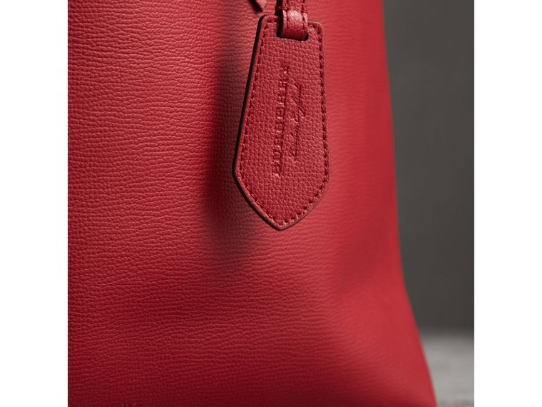 The Medium Reversible Tote in Haymarket Check and Leather in Poppy Red - Women | Burberry - cell image 1