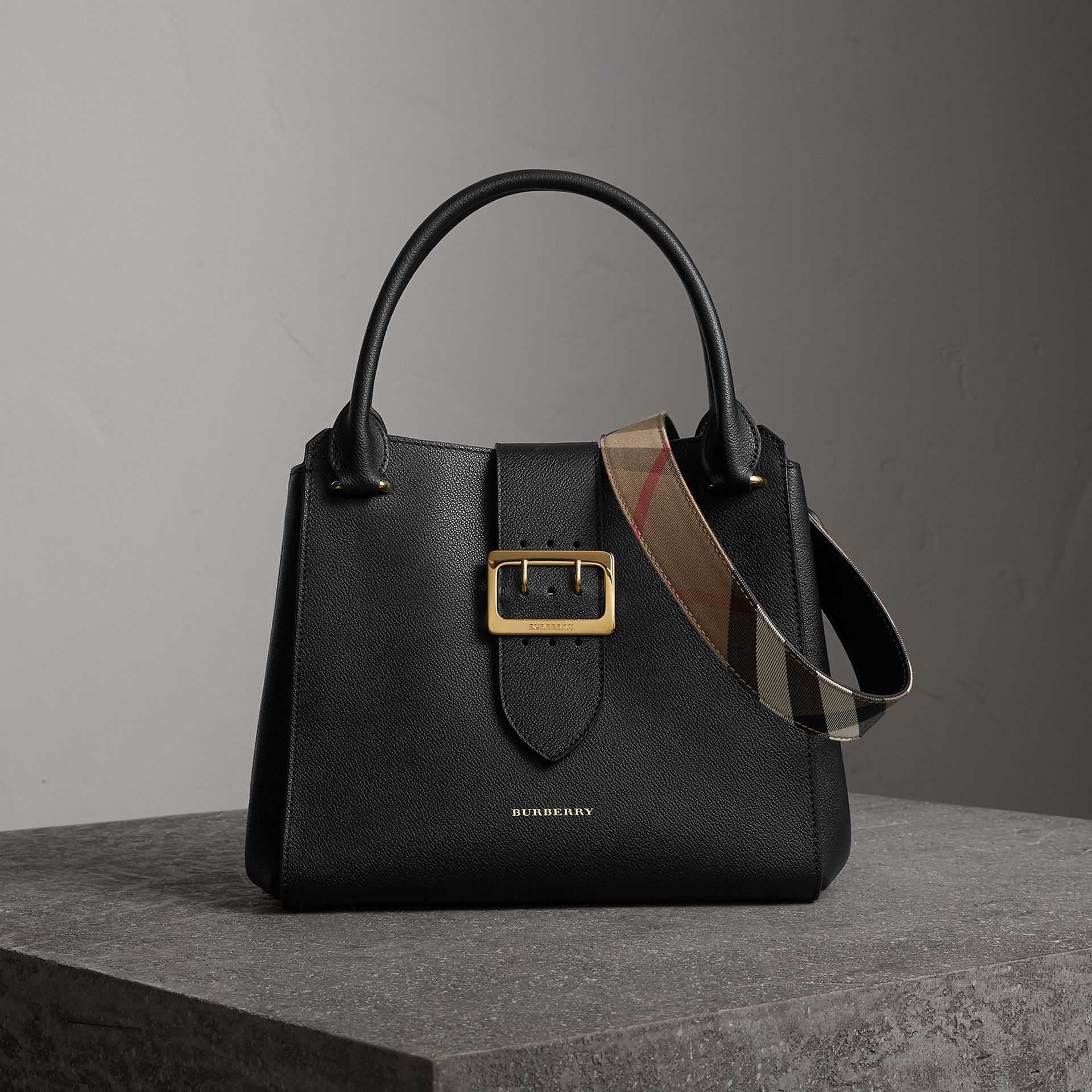 The Medium Buckle Tote in Grainy Leather in Black - Women | Burberry - gallery image 0