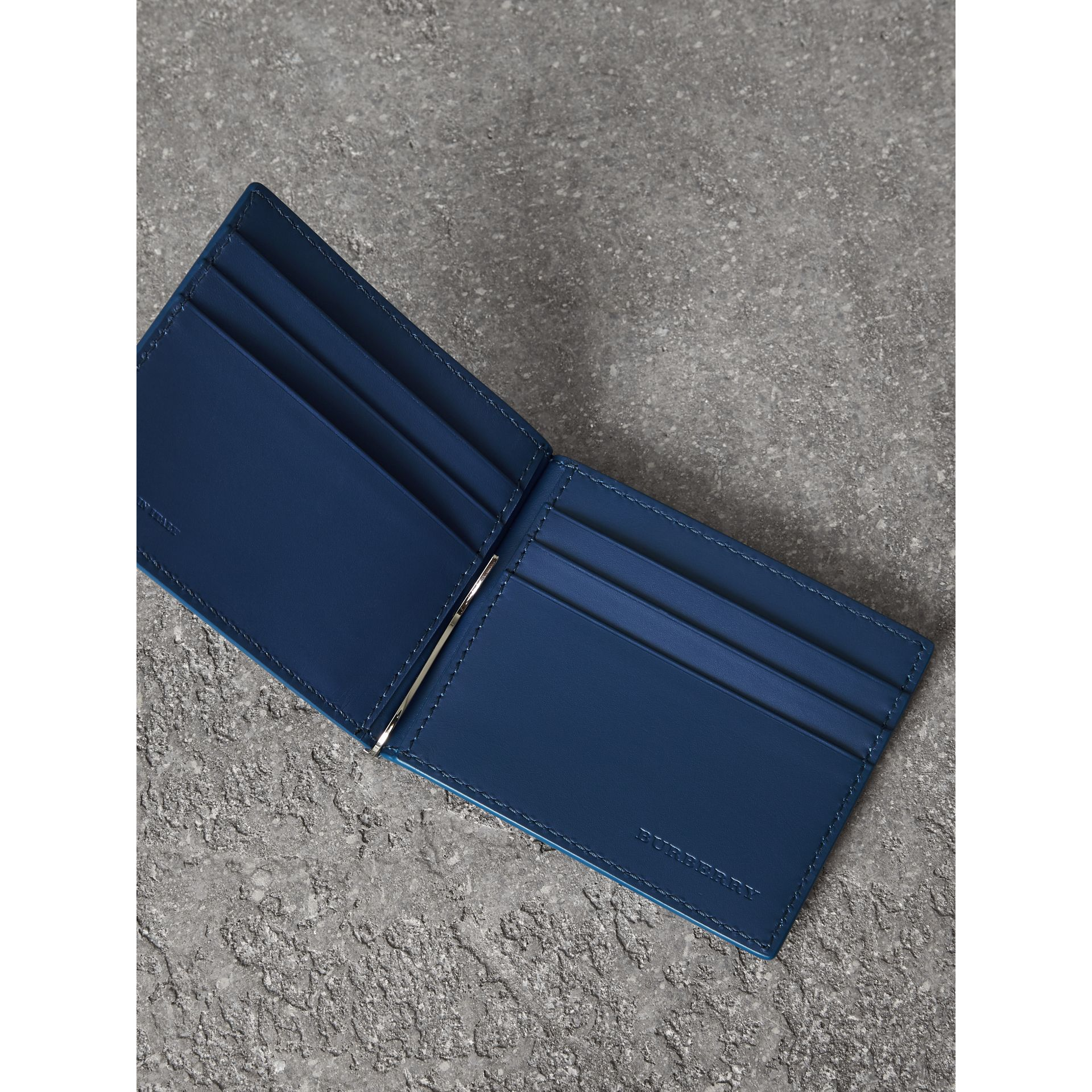 Grainy Leather Money Clip Card Wallet in Bright Ultramarine - Men | Burberry Singapore - gallery image 3