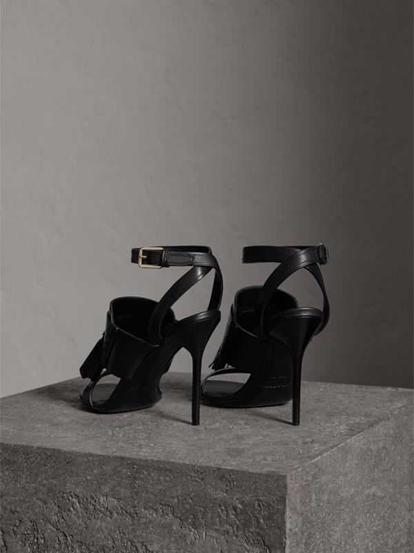 Sandálias de couro com detalhe de borlas (Preto) - Mulheres | Burberry - cell image 3
