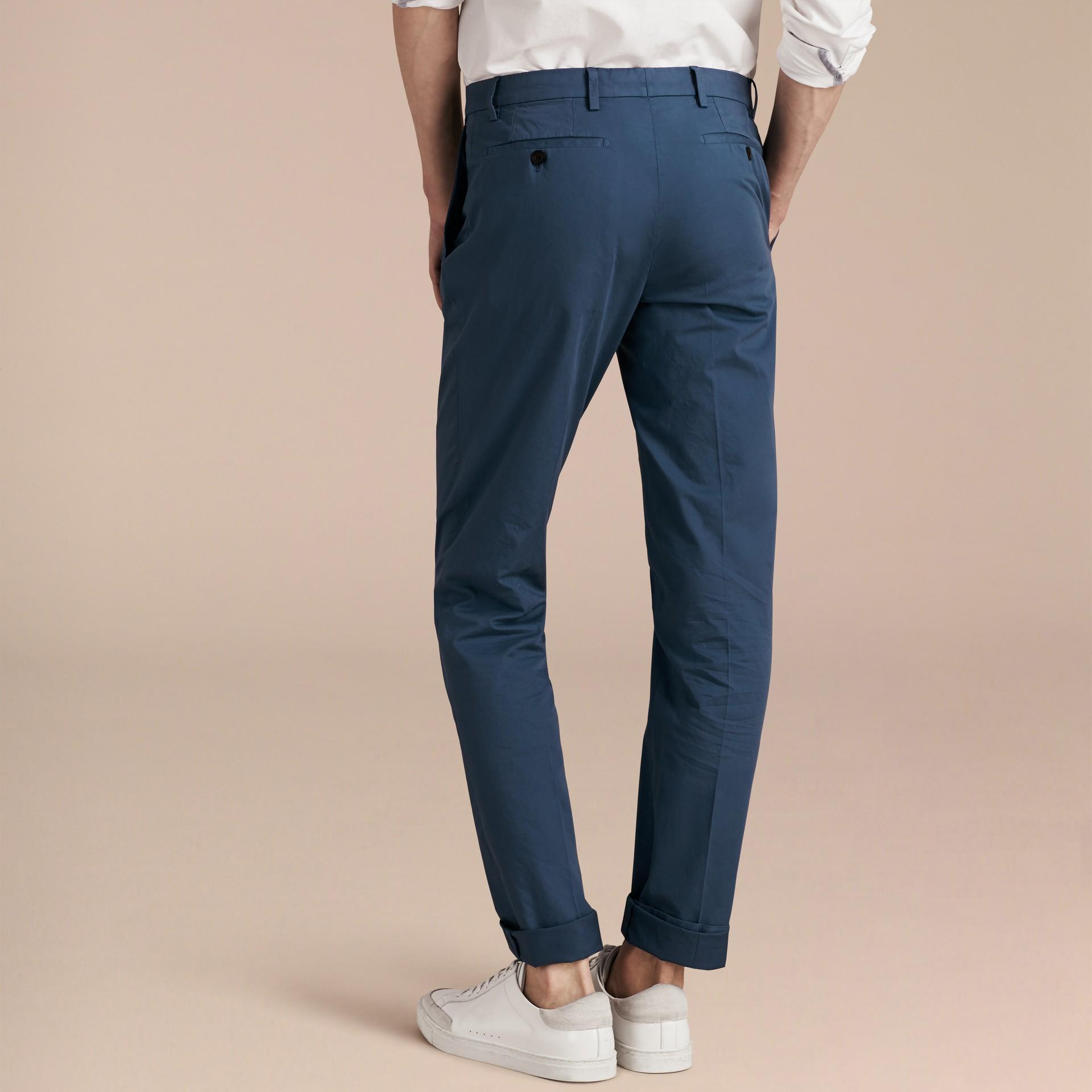 Яркий голубовато-стальной Узкие брюки из эластичной ткани Яркий Голубовато-стальной - изображение 3