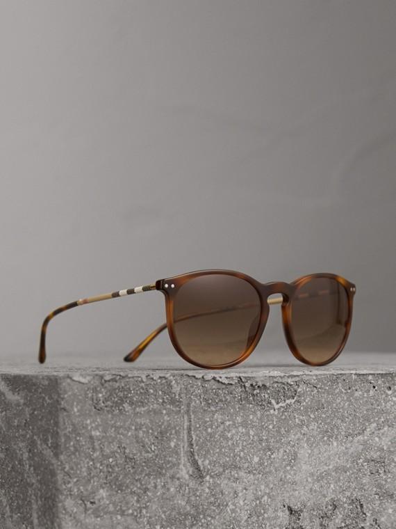 Sonnenbrille mit rundem Gestell und Karodetail (Hellbraun)