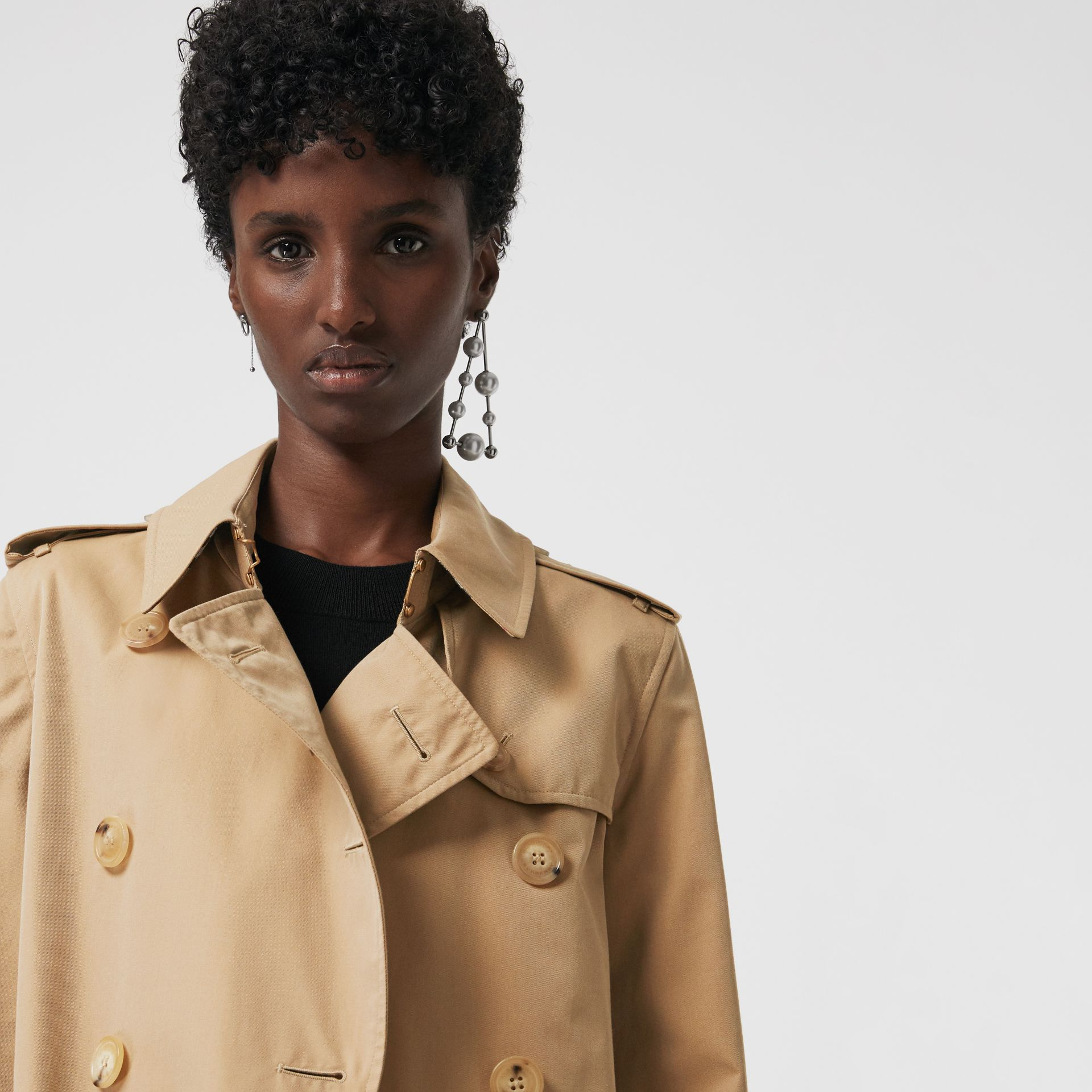 The Long Kensington Heritage Trench Coat in Honey - Women | Burberry United States - gallery image 1