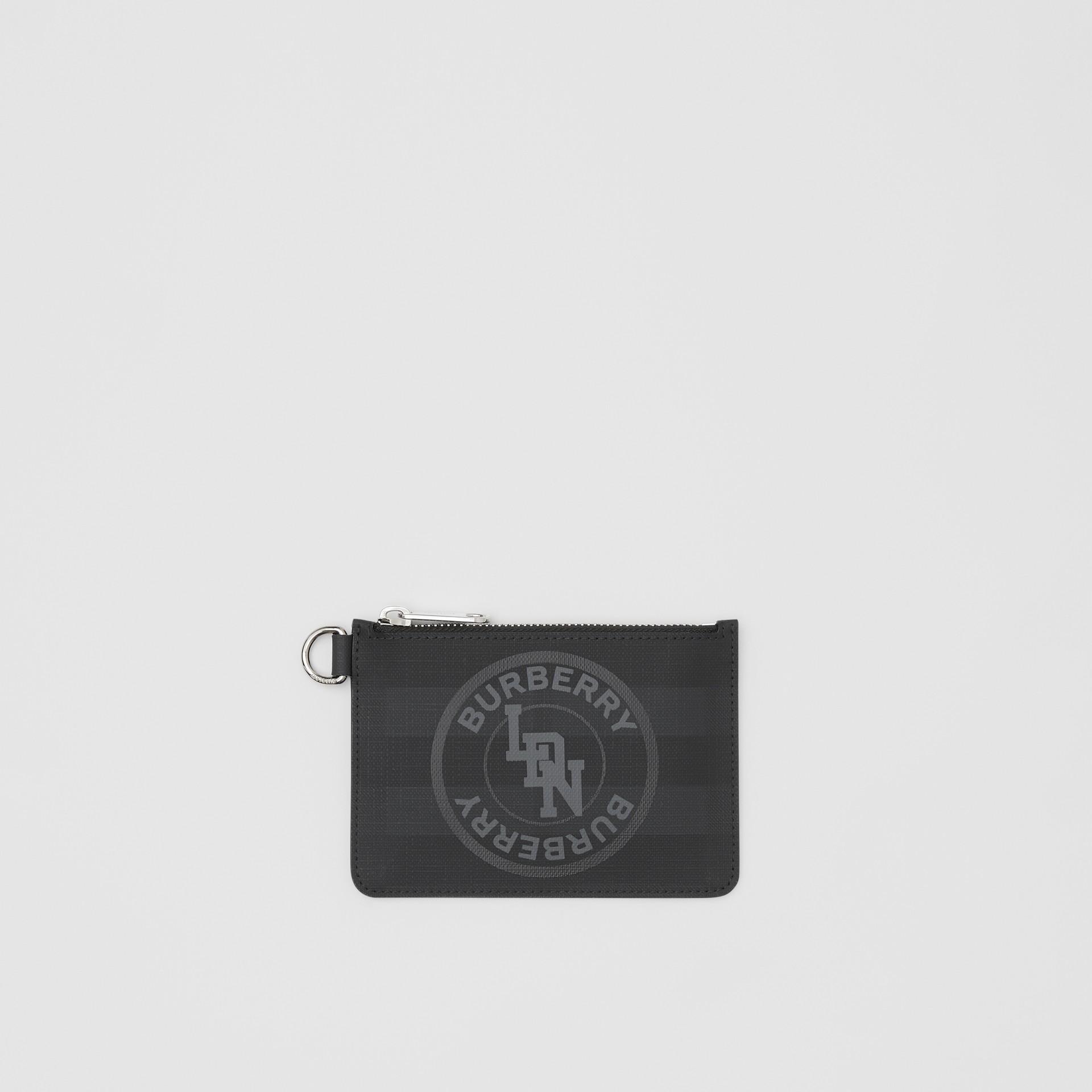 Monedero a cuadros London Checks con cremallera y logotipo de estilo gráfico (Gris Marengo Oscuro) - Hombre | Burberry - imagen de la galería 0