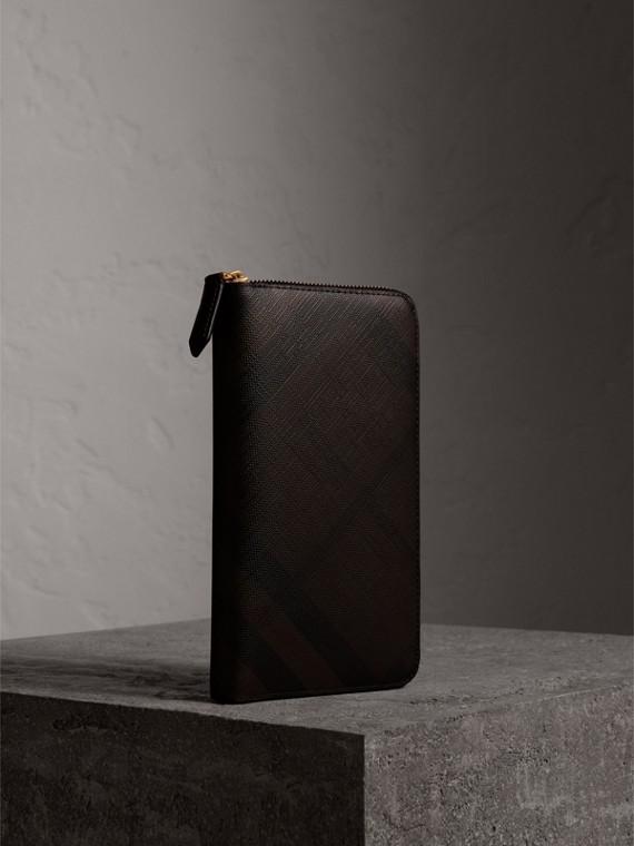 London 格紋環繞式拉鍊皮夾 (巧克力色/黑色)