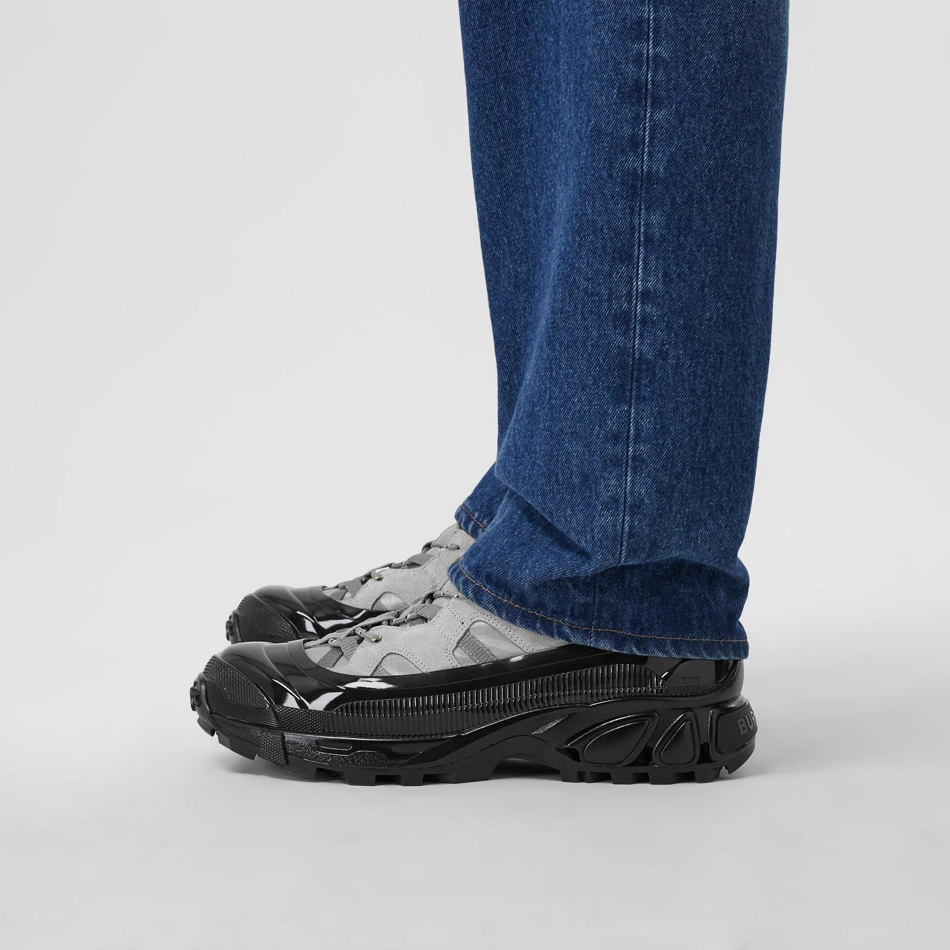 尼龍及麂皮 Arthur 運動鞋 (灰藍色) | Burberry - 圖庫照片 2
