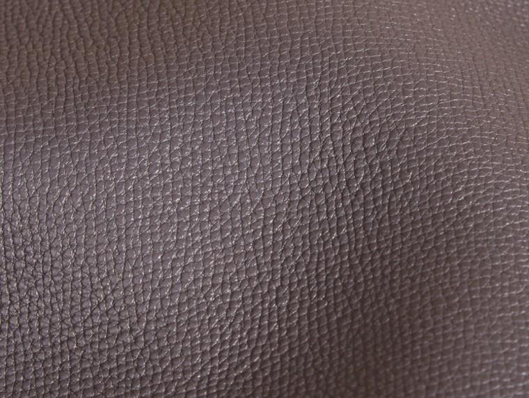 Gris sépia Clutch The Saddle en cuir grené contrecollé Gris Sépia - cell image 1