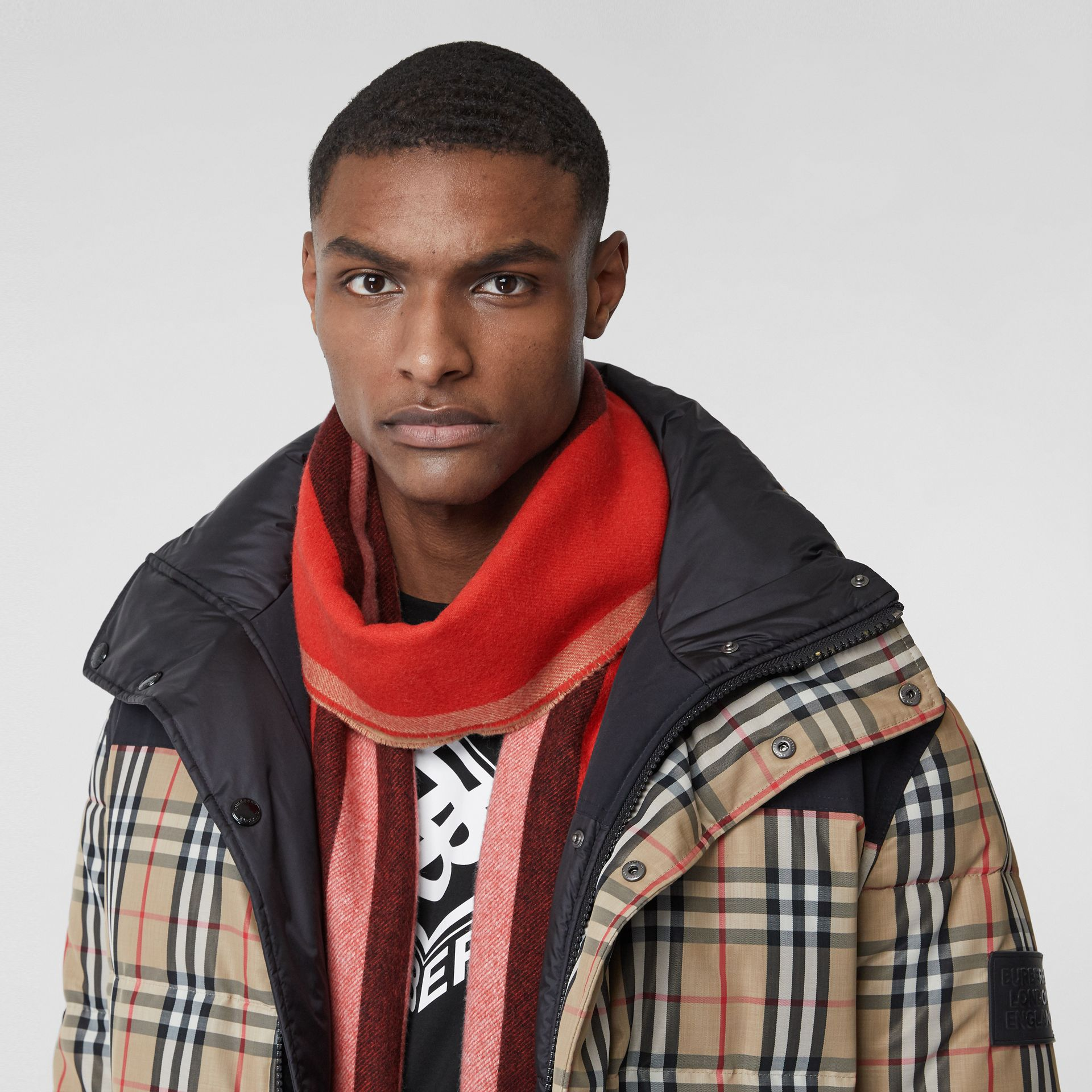 Reversible Icon Stripe Cashmere Scarf in Bright Red | Burberry - gallery image 3
