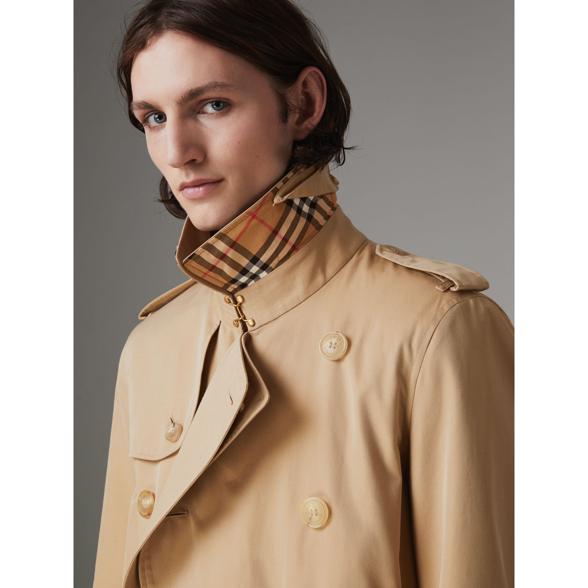 The Long Chelsea Heritage Trench Coat in Honey - Men | Burberry Australia - gallery image 4