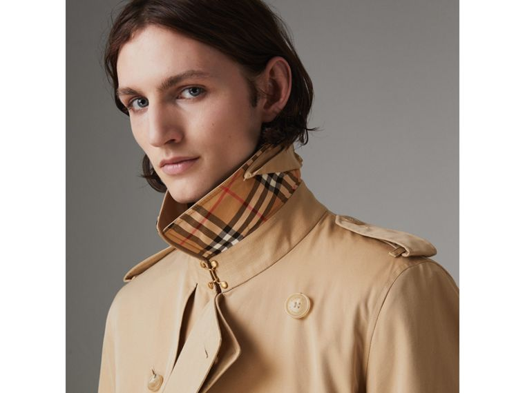 The Long Chelsea Heritage Trench Coat in Honey - Men | Burberry Australia - cell image 4
