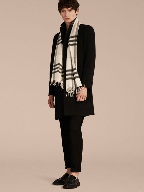 The Classic Cashmere Scarf in Check Natural White - cell image 3