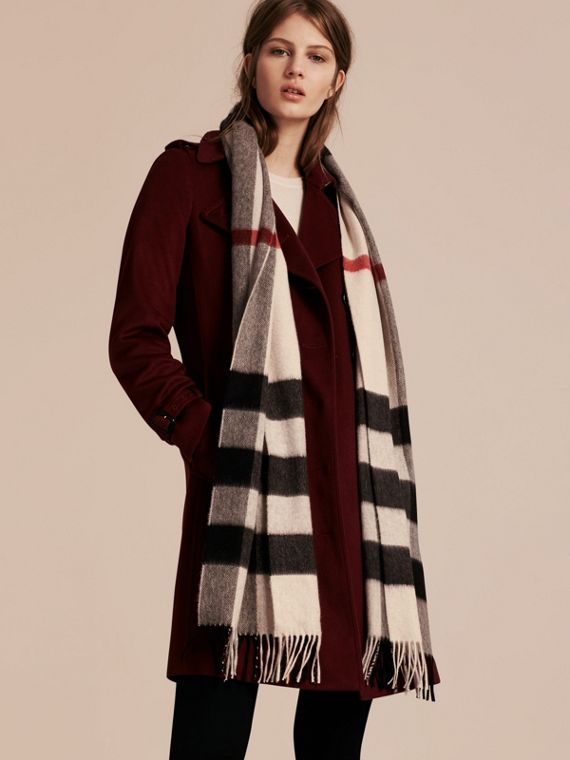 The Large Classic Cashmere Scarf in Check in Stone | Burberry Australia - cell image 2