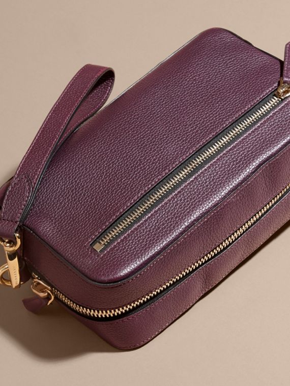 Dark amethyst Grainy Leather Washbag - cell image 3