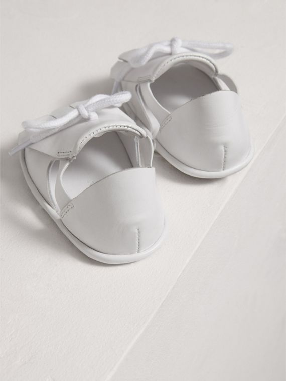 Ledersandalen mit Kiltie-Fransen (Optic-weiss) | Burberry - cell image 2