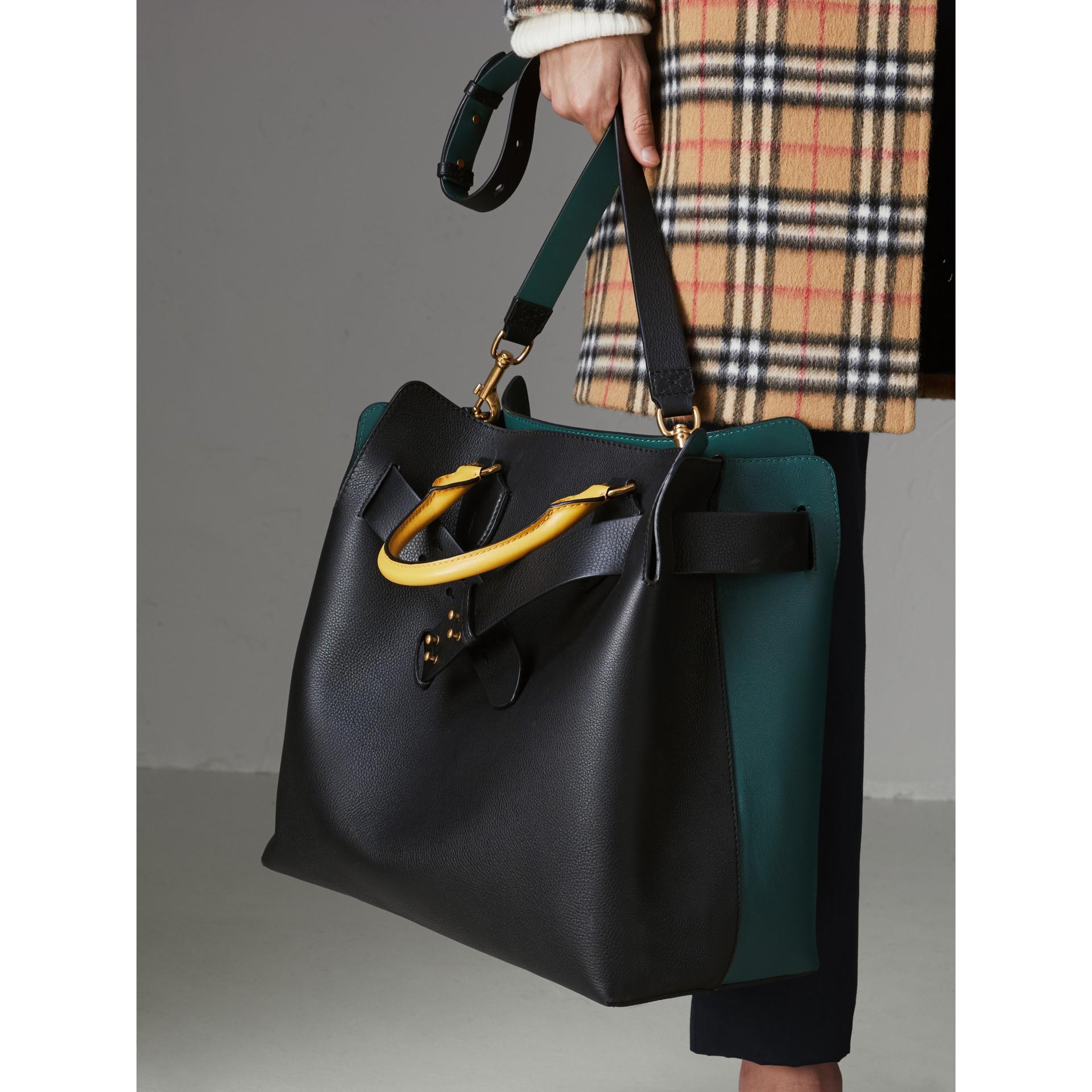 Bolso Belt grande en piel de tres colores (Negro / Verde Mar) | Burberry - imagen de la galería 9