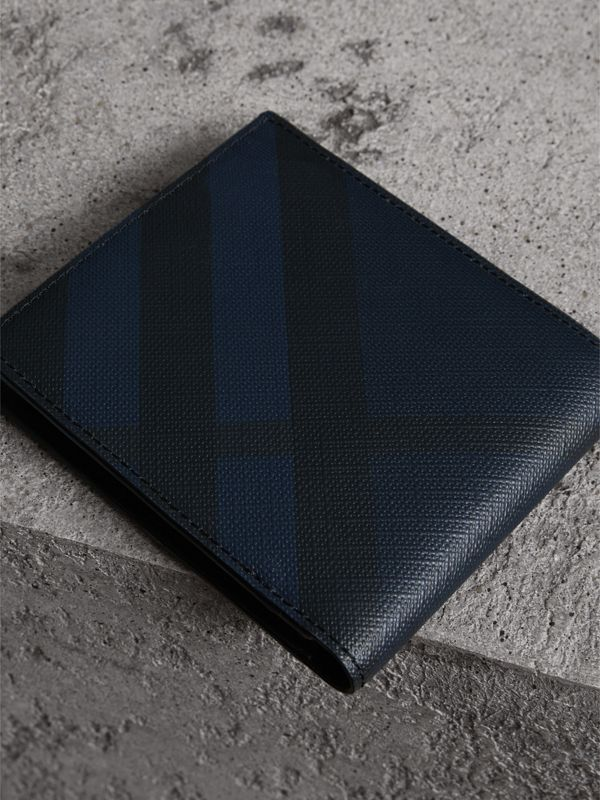 London Check International Bifold Coin Wallet in Navy/black - Men | Burberry Singapore - cell image 2