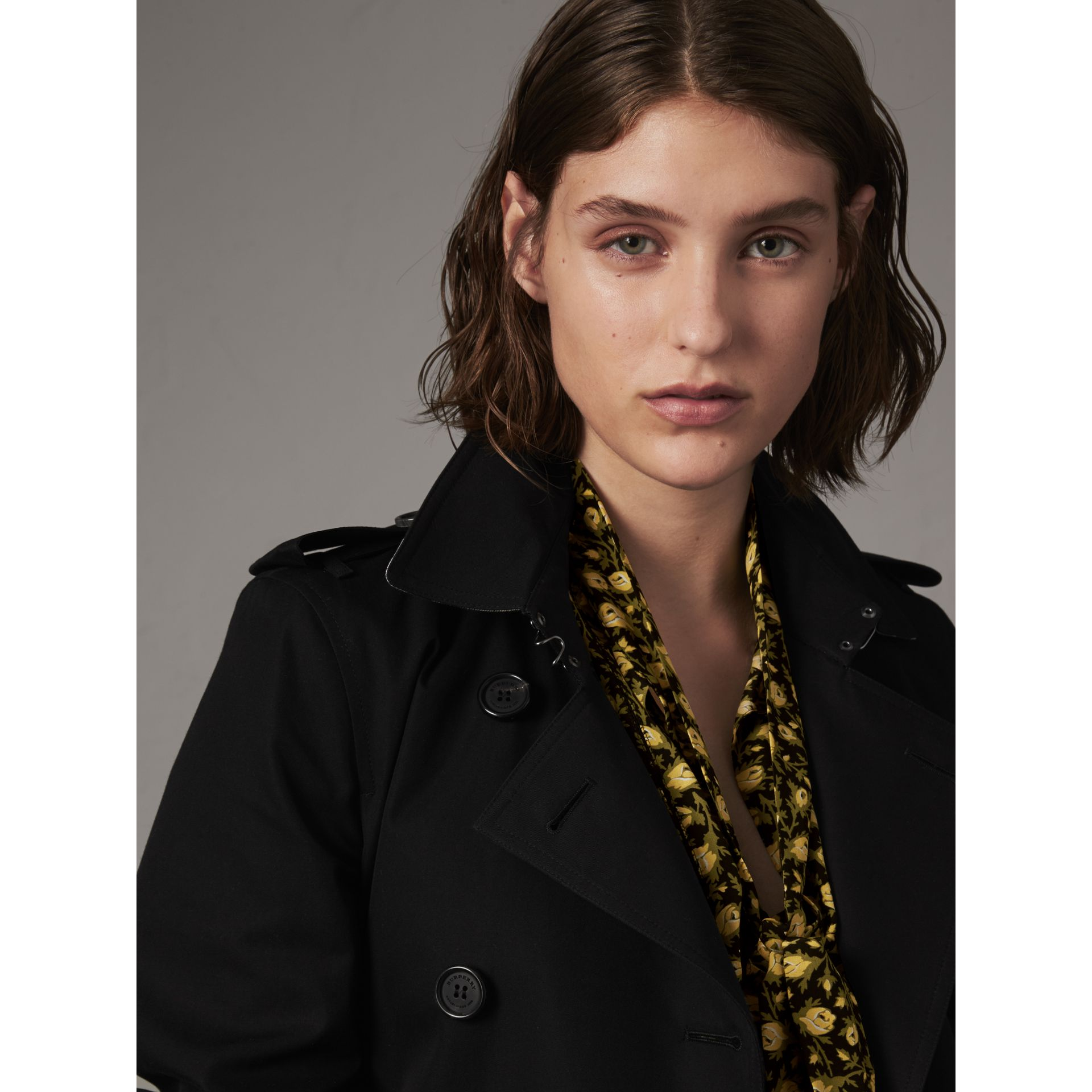 The Kensington – Long Trench Coat in Black - Women | Burberry - gallery image 4
