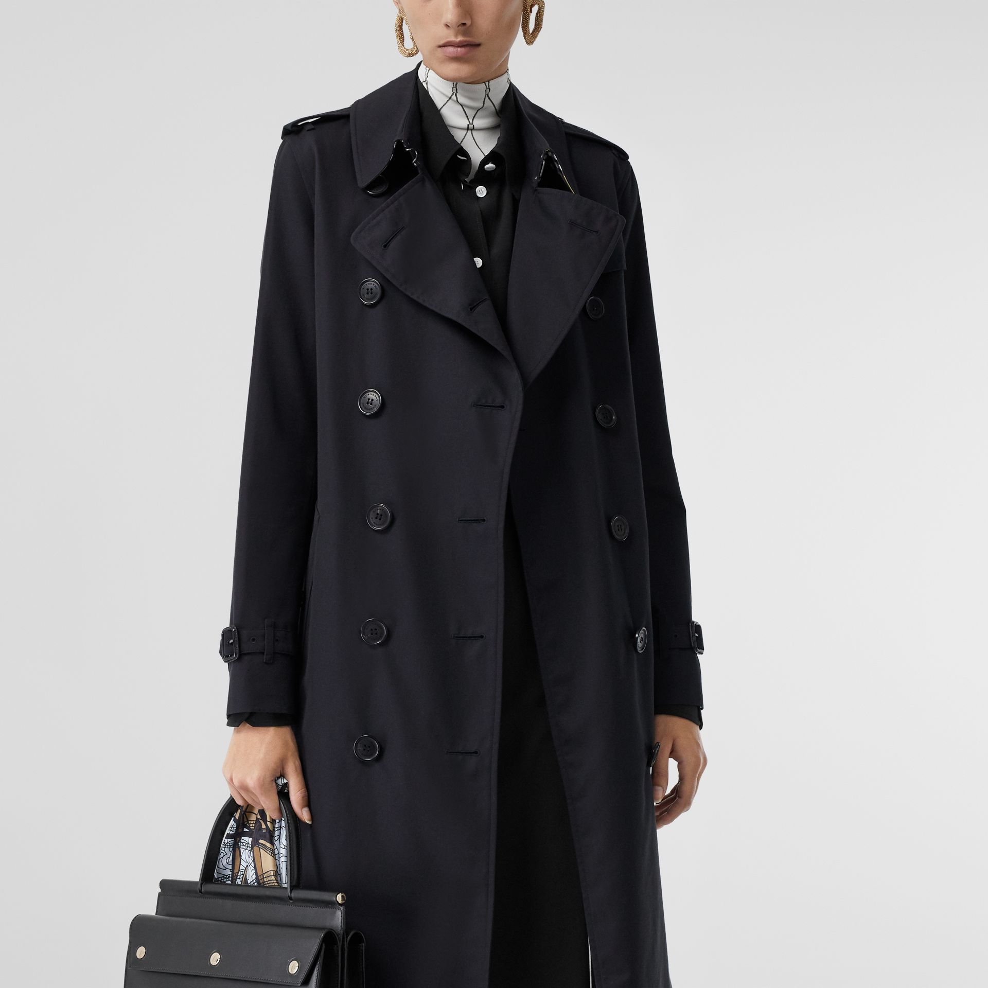 The Long Kensington Heritage Trench Coat in Midnight - Women | Burberry Hong Kong S.A.R - gallery image 9