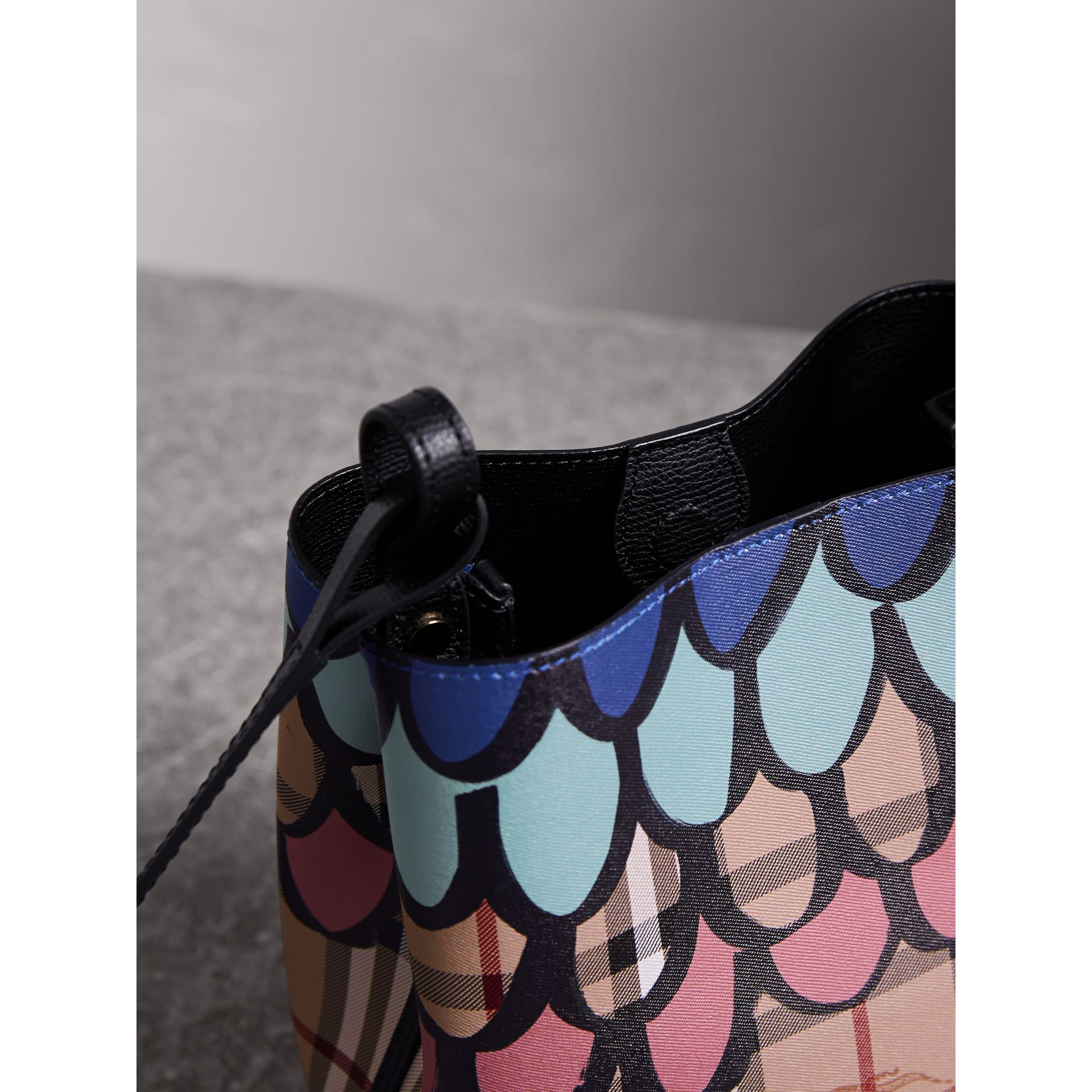Trompe L'oeil Print Crossbody Bucket Bag - Women | Burberry - gallery image 5