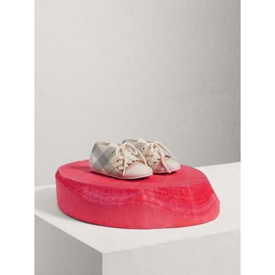 Burberry - Chaussures en cuir et coton à motif check avec franges - 1