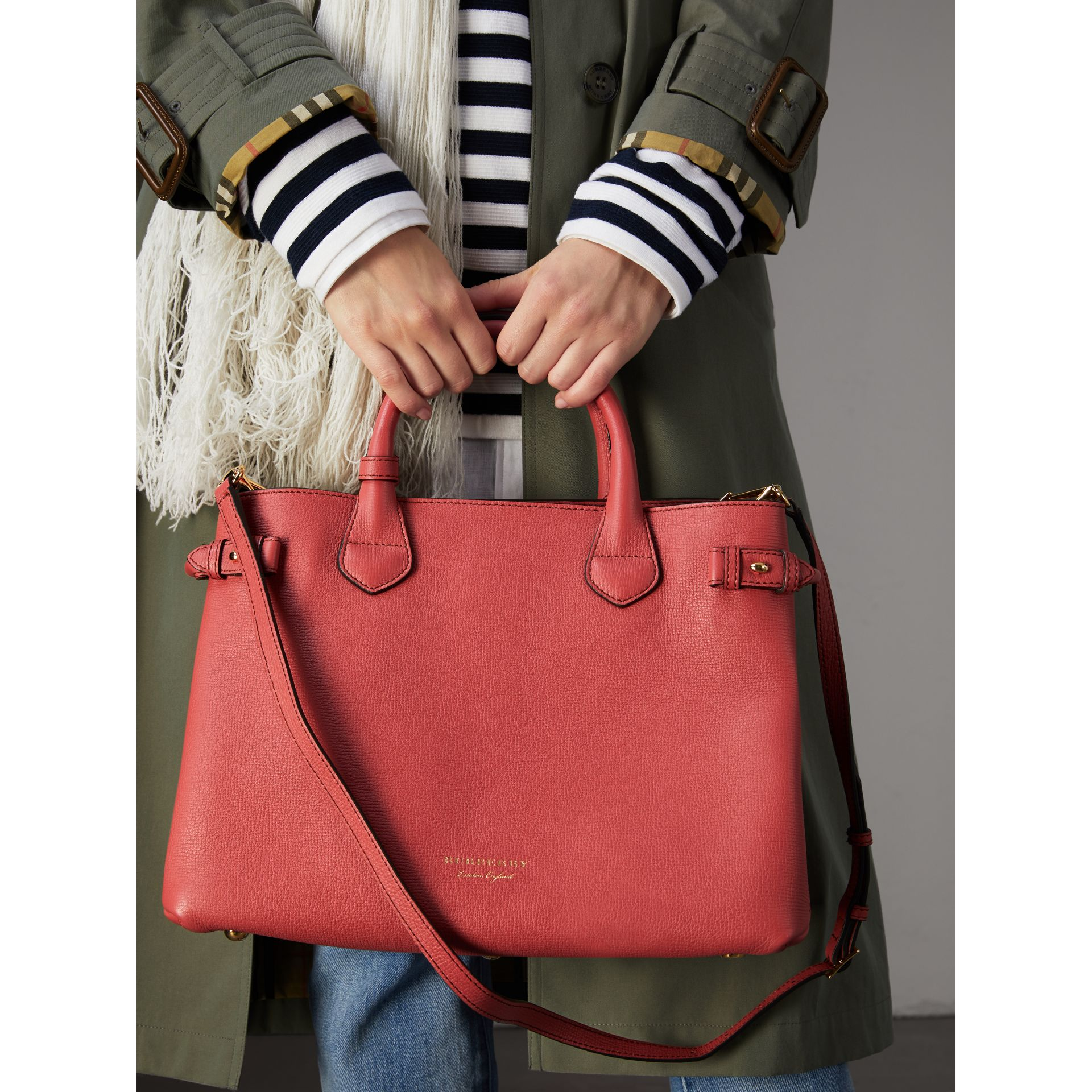 The Medium Banner in Leather and House Check in Cinnamon Red - Women | Burberry United Kingdom - gallery image 3