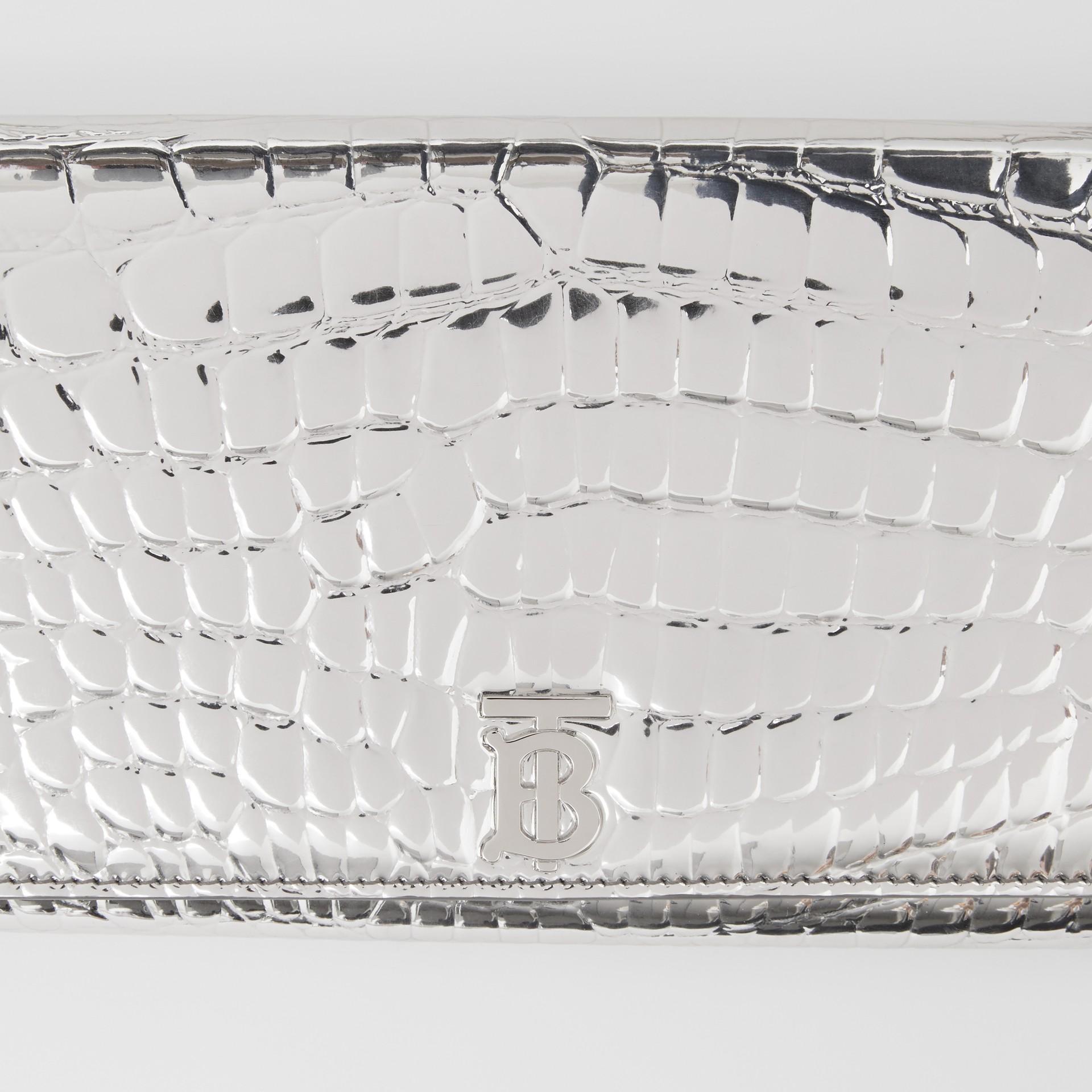Portefeuille embossé métallisé avec sangle amovible (Argent) - Femme | Burberry - photo de la galerie 1