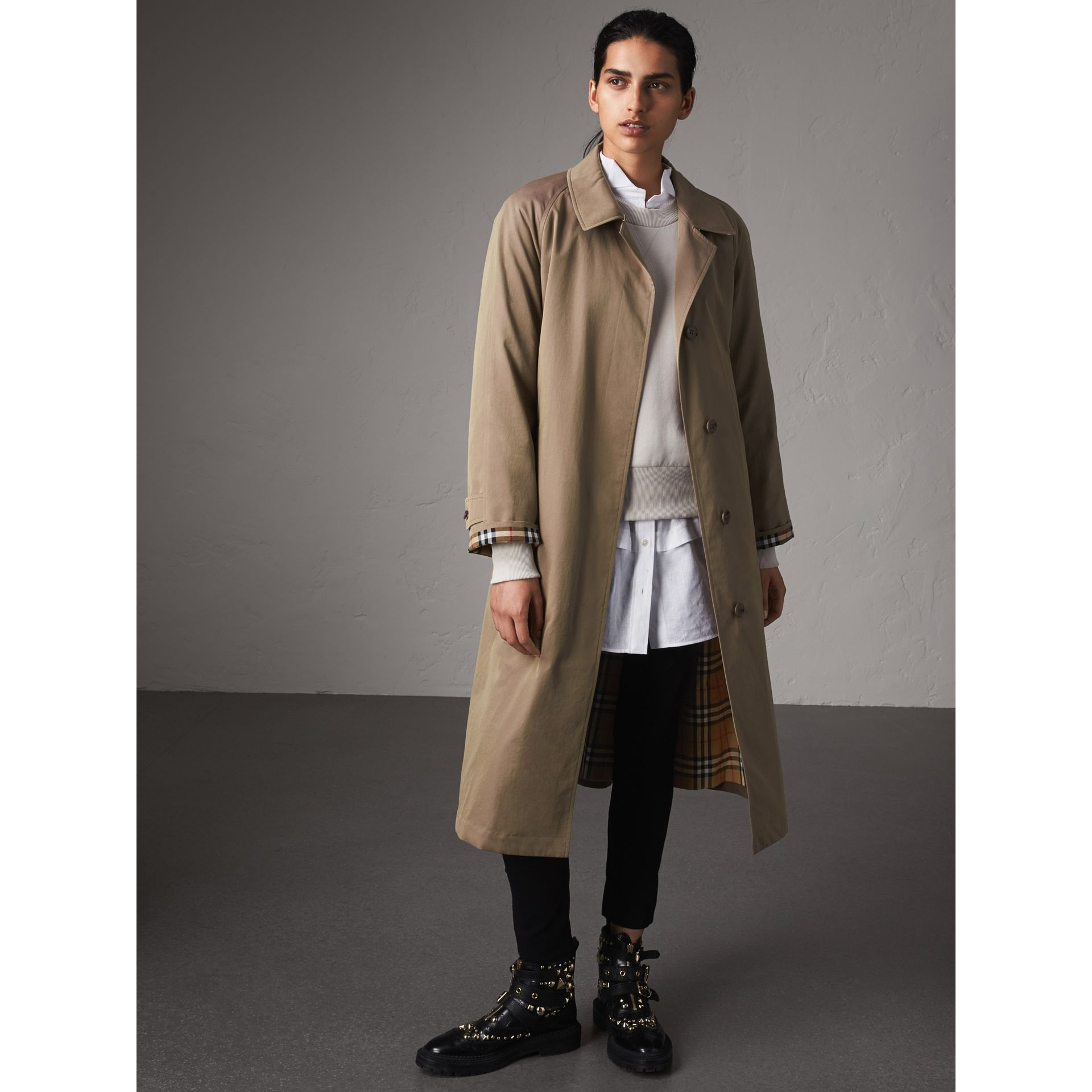 The Brighton – Car Coat extra-long (Brun Taupe) - Femme | Burberry - photo de la galerie 7