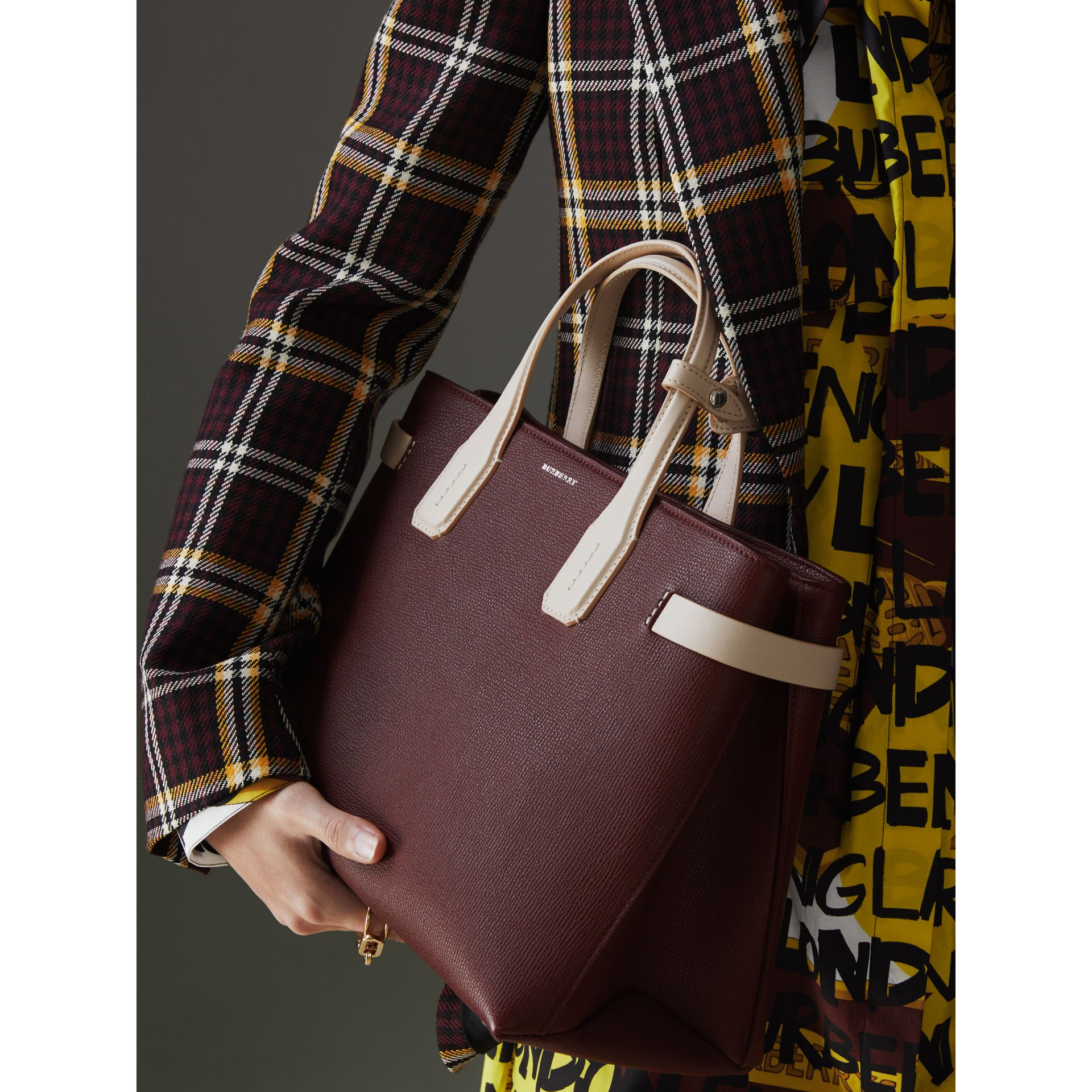 The Medium Banner in Two-tone Leather in Mahogany Red/limestone - Women | Burberry United Kingdom - gallery image 3