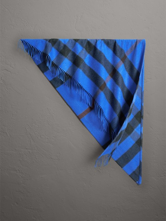 The Burberry Bandana in cashmere con motivo tartan (Blu Intenso)