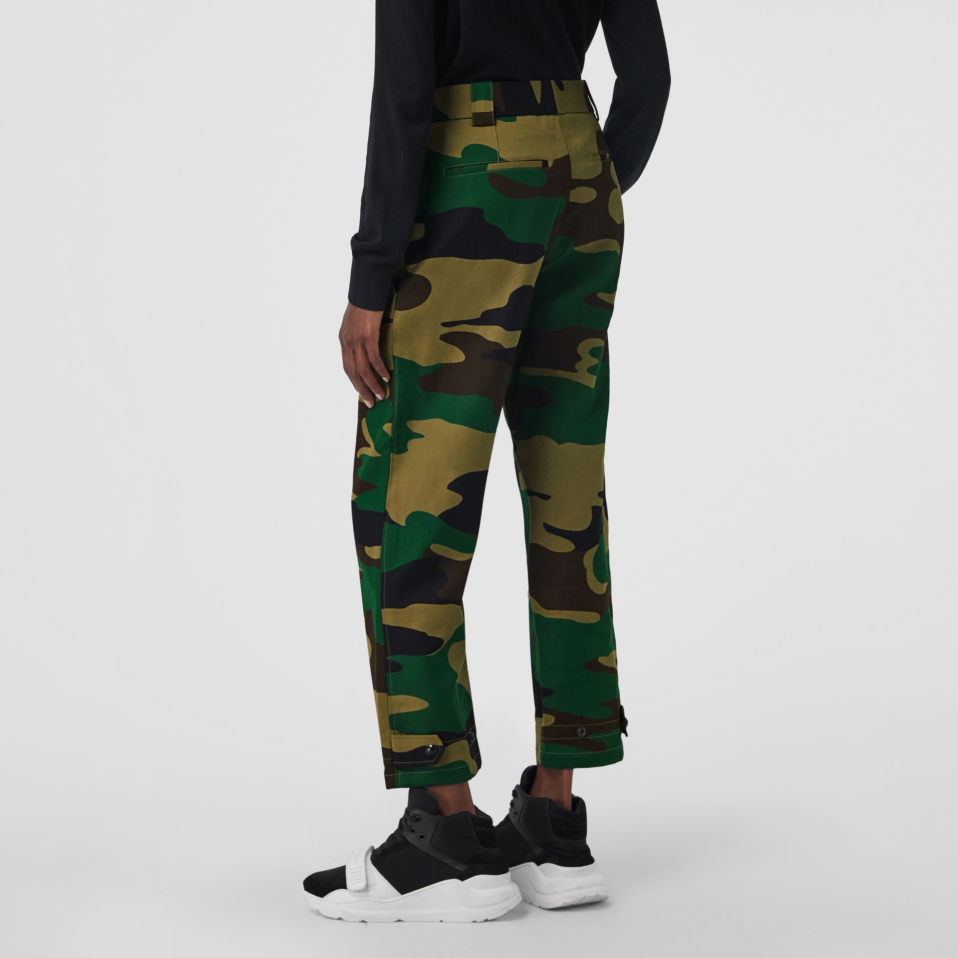 Camouflage Print Ramie Cotton Cargo Trousers in Forest Green - Women | Burberry Singapore - gallery image 2