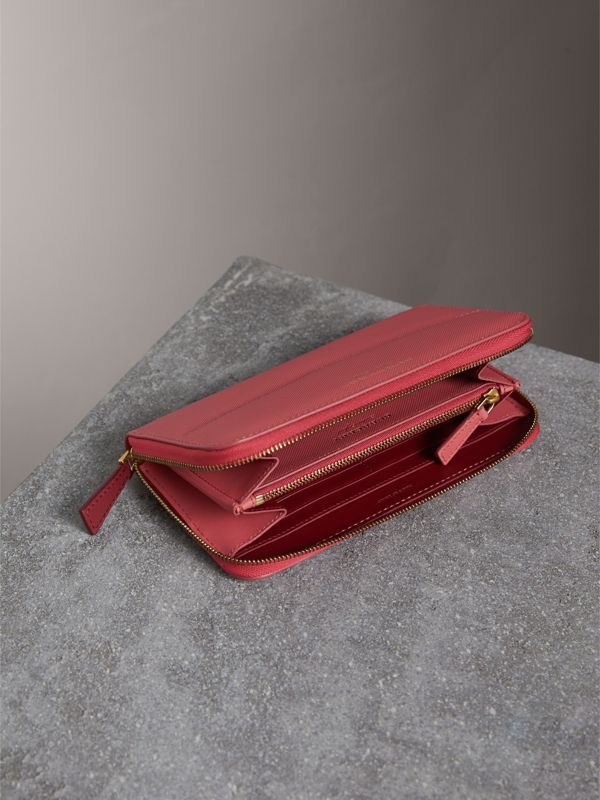 Two-tone Trench Leather Ziparound Wallet in Blossom Pink - Women | Burberry - cell image 3