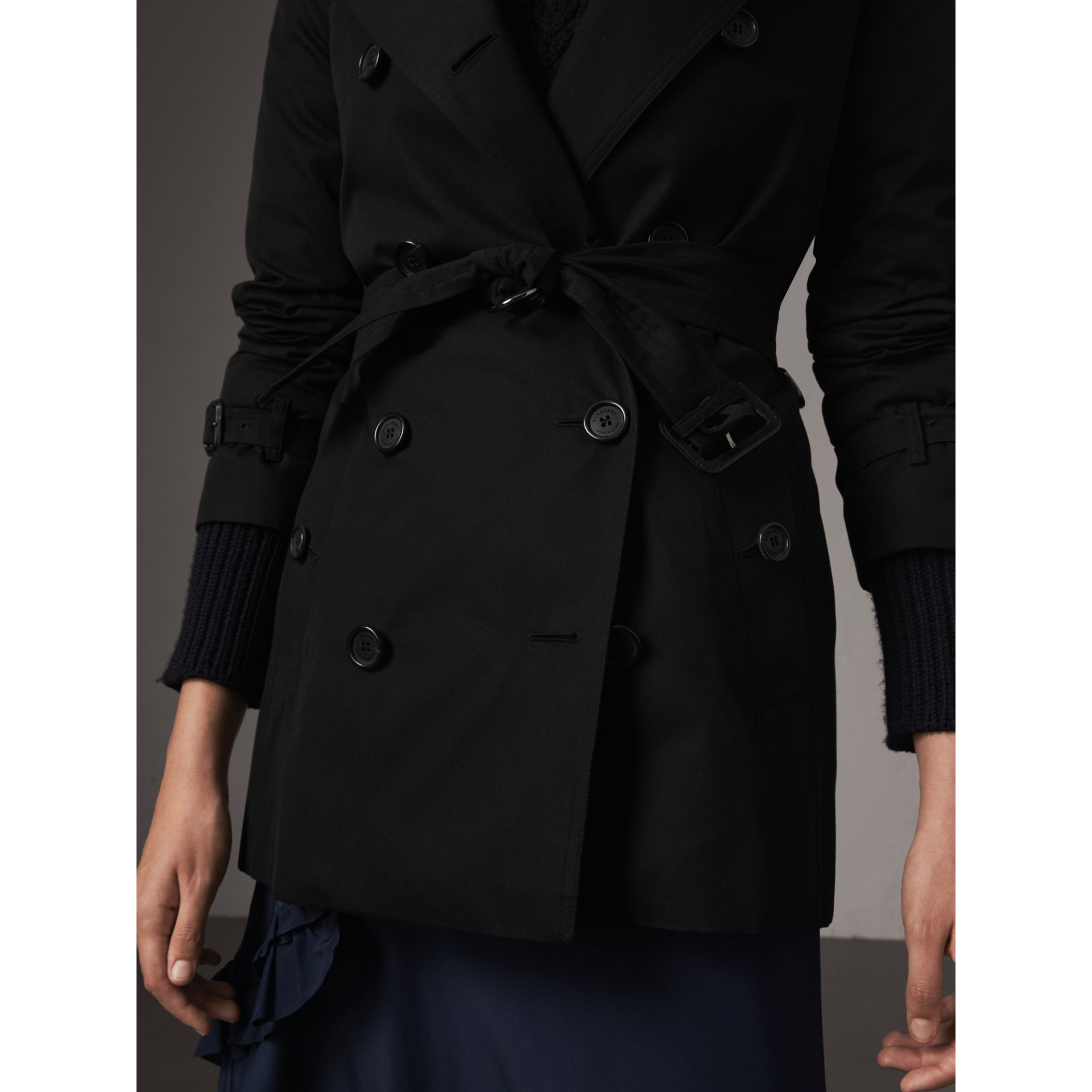 The Kensington – Short Heritage Trench Coat in Black - Women | Burberry Australia - gallery image 7