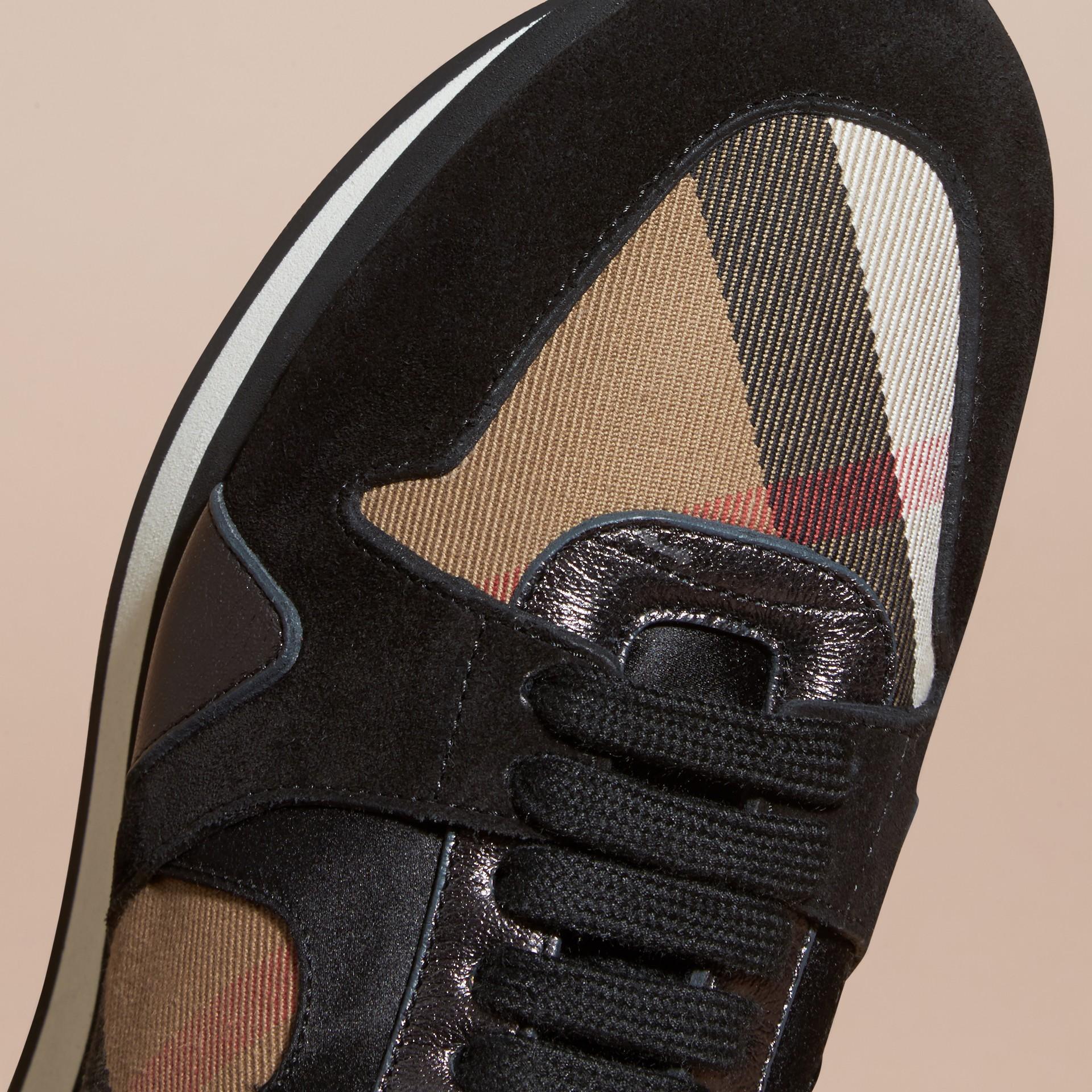 House check/smoke métallisé Field Sneakers en tissu à motif House check, cuir velours et cuir - photo de la galerie 2