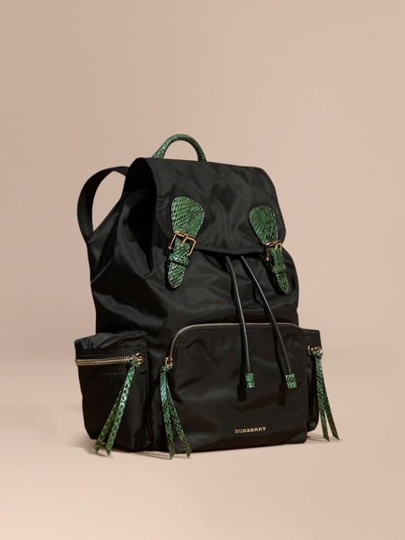 The Large Rucksack aus technischem Nylon und Natternleder