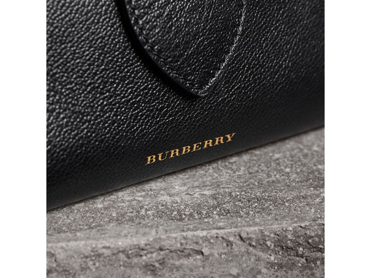Petit sac tote The Buckle en cuir grainé (Noir) - Femme | Burberry - cell image 1