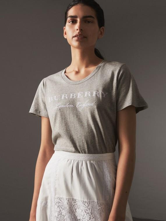 Camiseta de algodão estampada (Cinza Claro Mesclado)