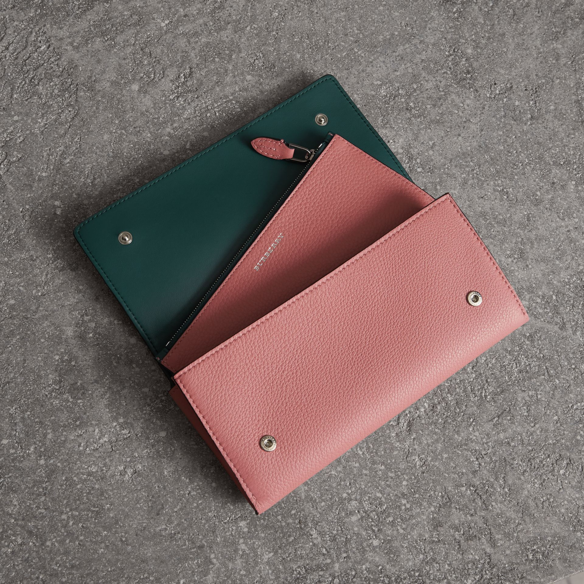 Two-tone Leather Continental Wallet in Dusty Rose - Women | Burberry Canada - gallery image 3