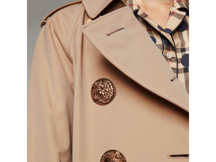 Trench coat in gabardine di cotone con bottoni decorati (Miele) - Donna | Burberry - cell image 1