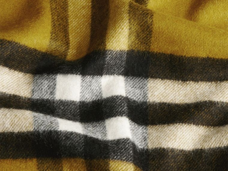 The Classic Cashmere Scarf in Check in Dark Lime - cell image 4