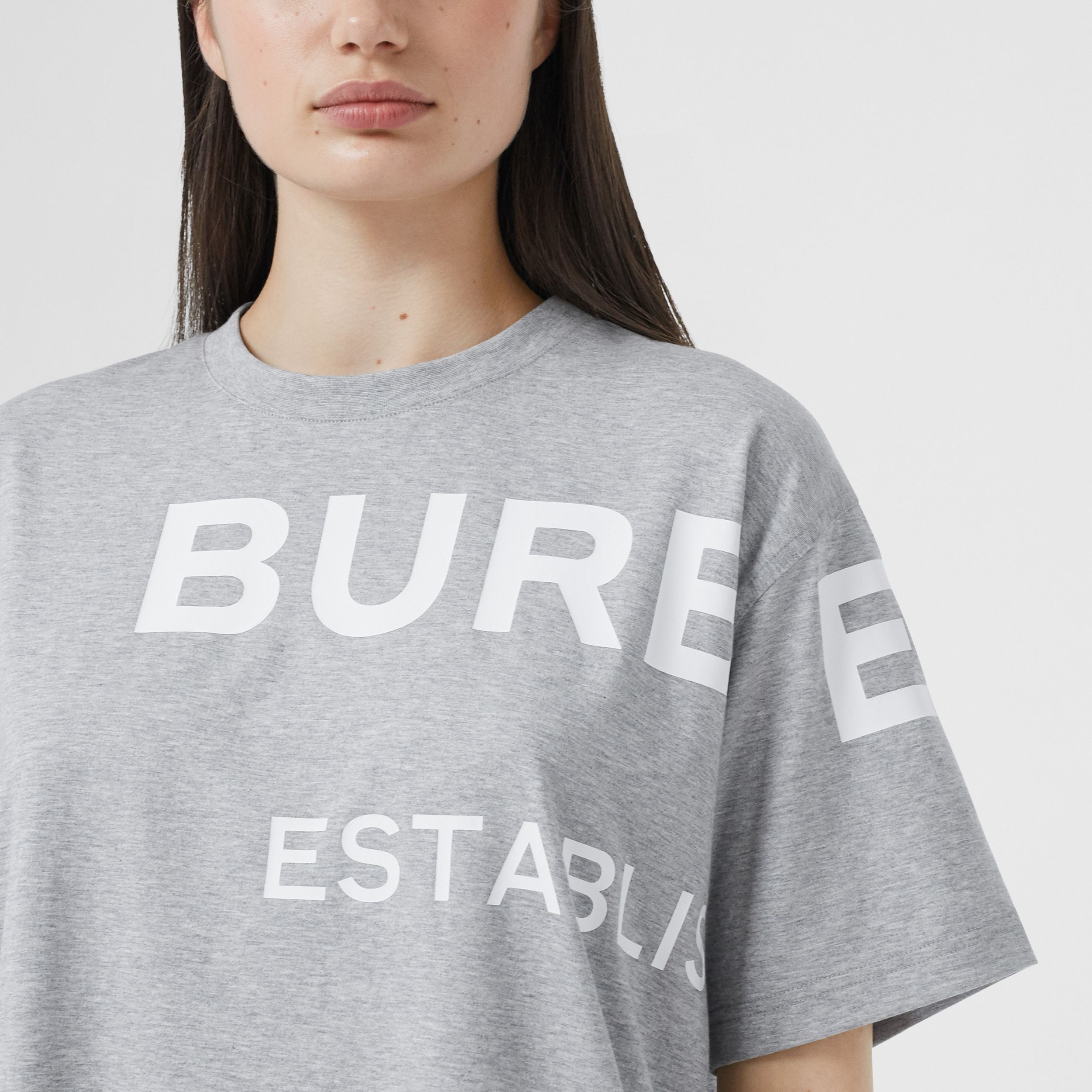 Horseferry Print Cotton Oversized T-shirt in Pale Grey Melange - Women | Burberry United Kingdom - 2