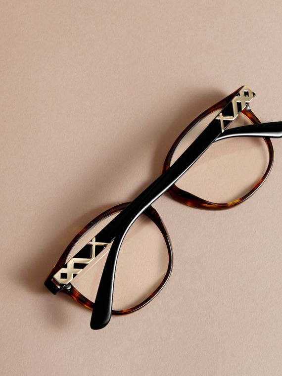 Check Detail Round Optical Frames in Tortoiseshell - cell image 3