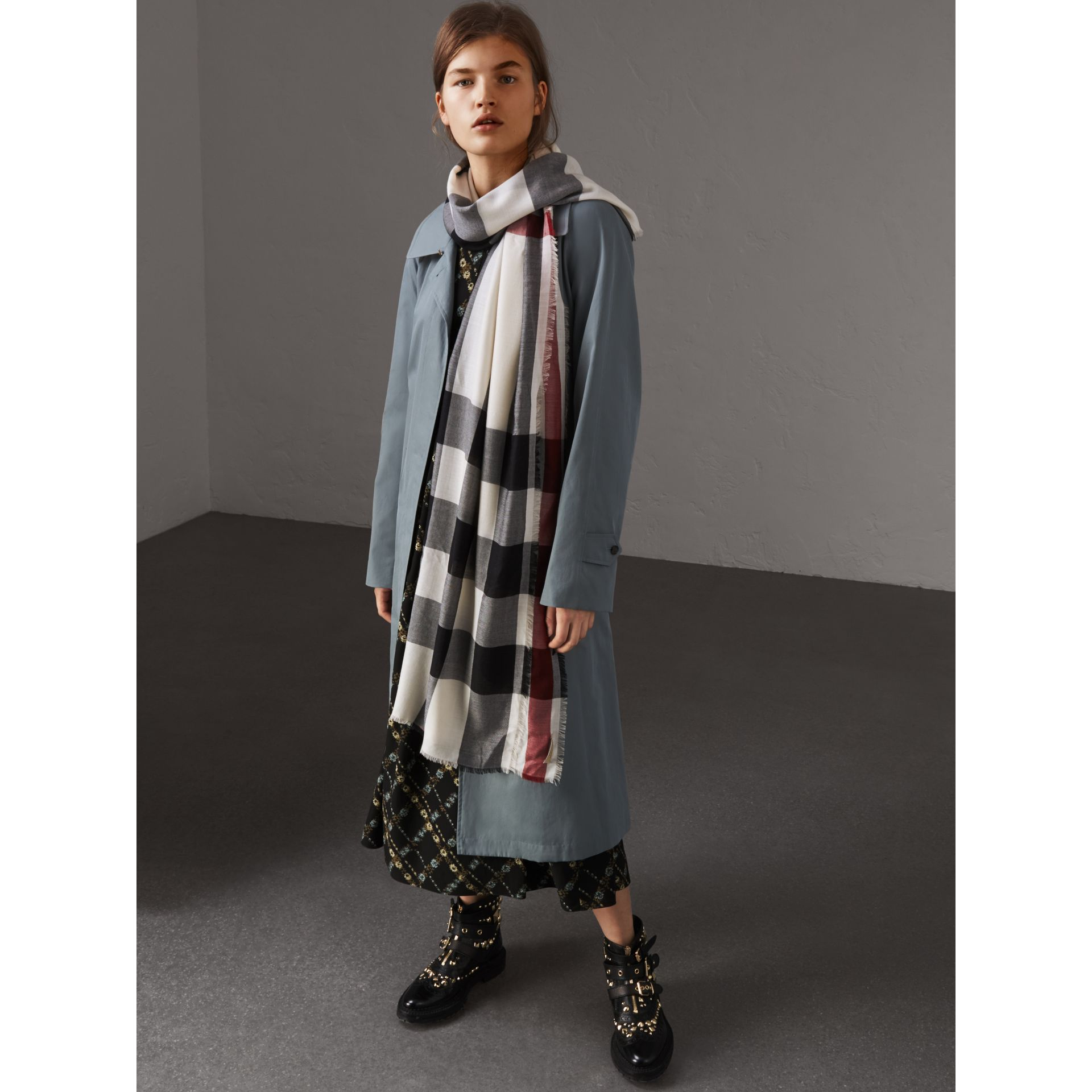 Lightweight Check Cashmere Scarf in Stone - Women | Burberry - gallery image 3