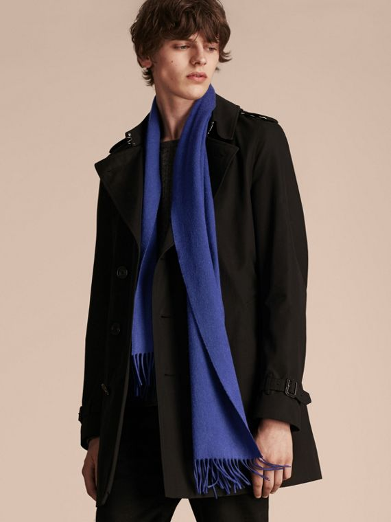 The Classic Cashmere Scarf in Bright Sapphire | Burberry - cell image 3