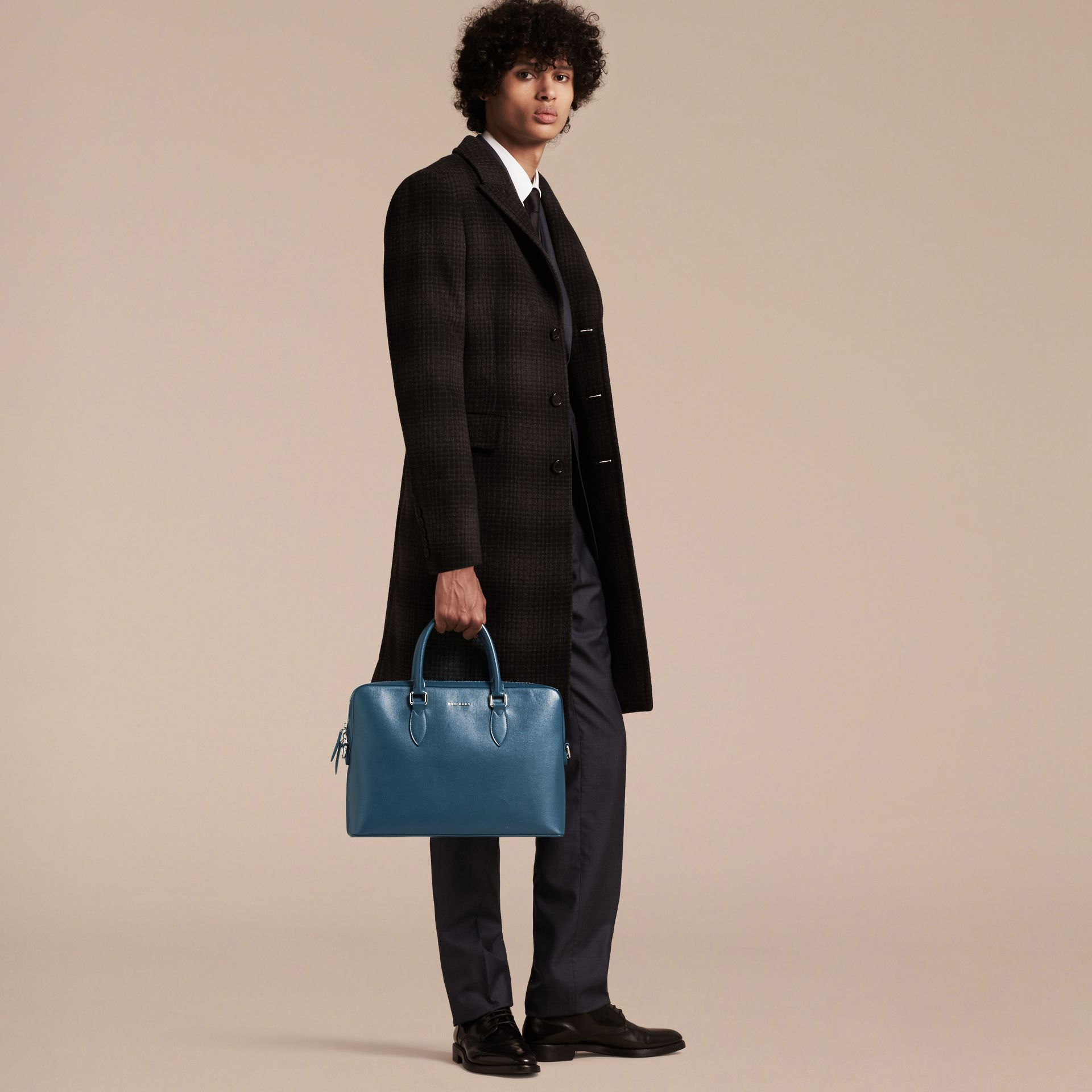 Sac The Barrow fin en cuir London Bleu Minéral - photo de la galerie 3