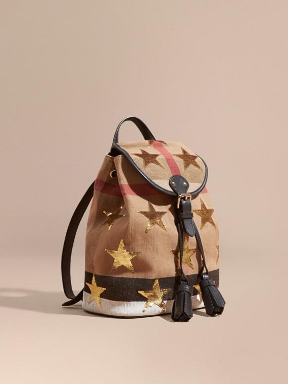 Рюкзак в клетку с расшитыми пайетками звездами
