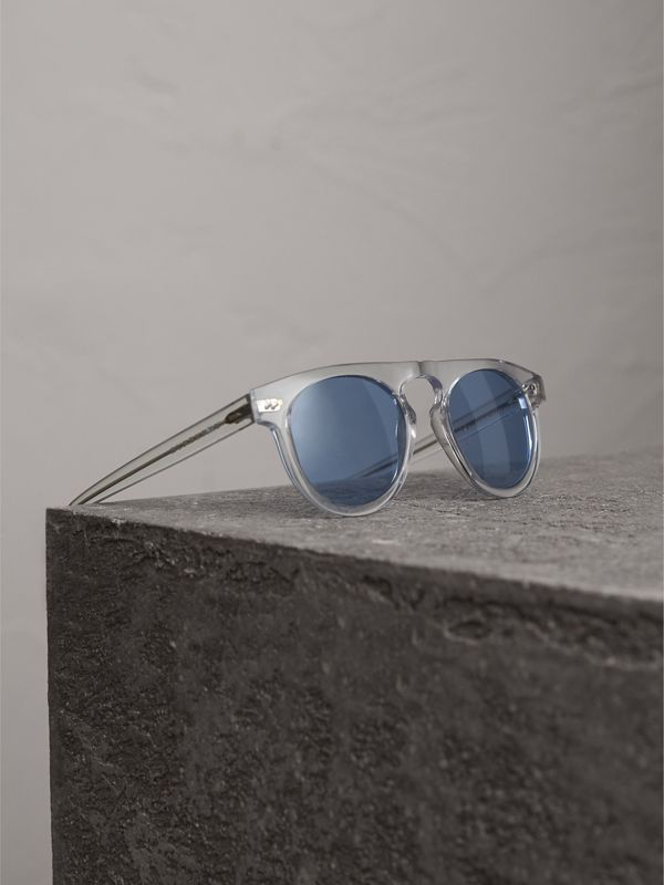 The Keyhole Round Frame Sunglasses in Crystal/blue | Burberry Singapore - cell image 2