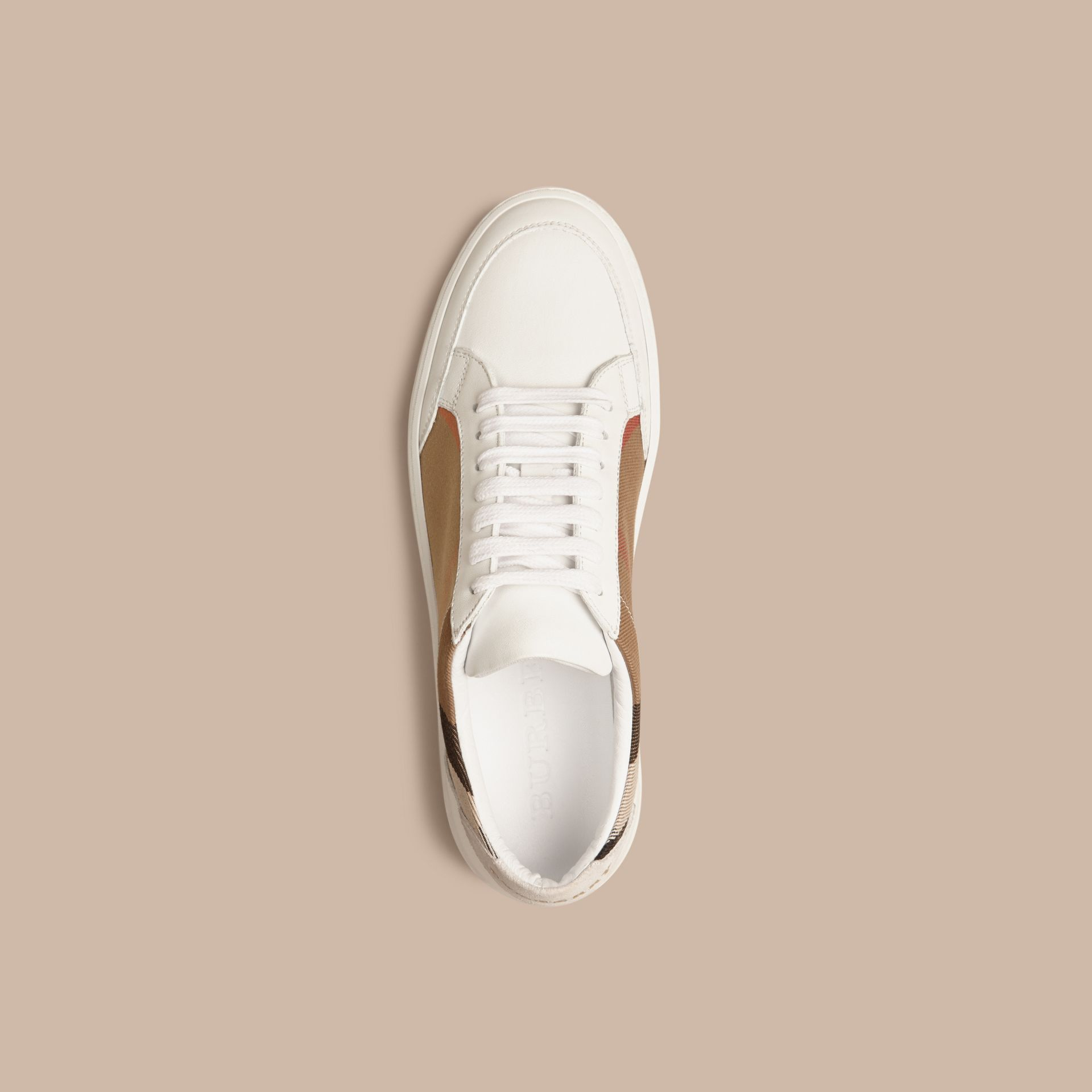 House check/bianco ottico Sneaker in pelle con dettagli check - immagine della galleria 3